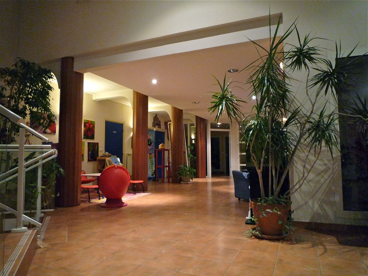 Entrance hall,  photography by Eric Breitbart