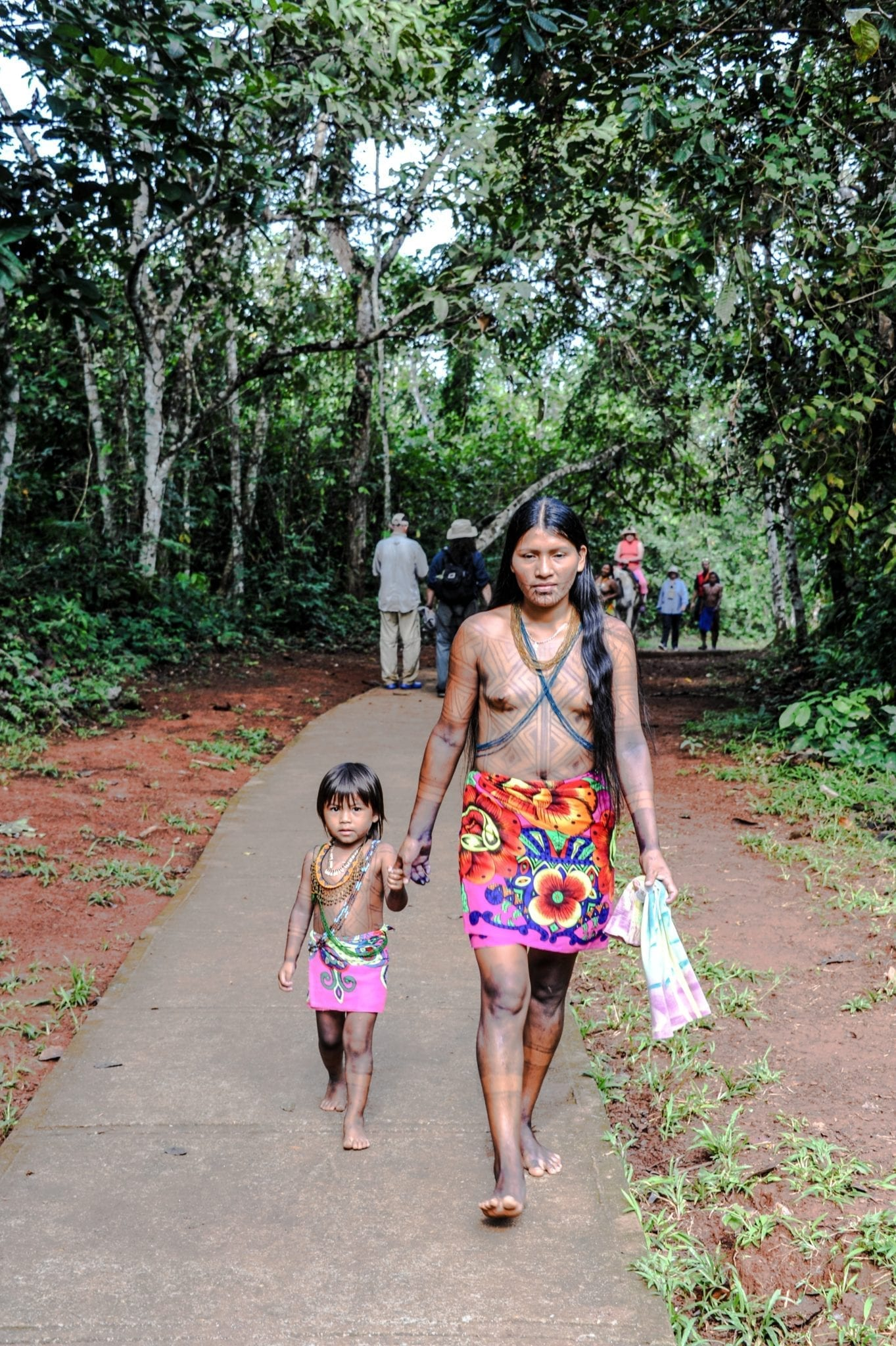 Mother and child of the Emberá tribe